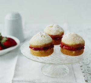 MattRussell_Victoria_Sponge_Cupcakes_014